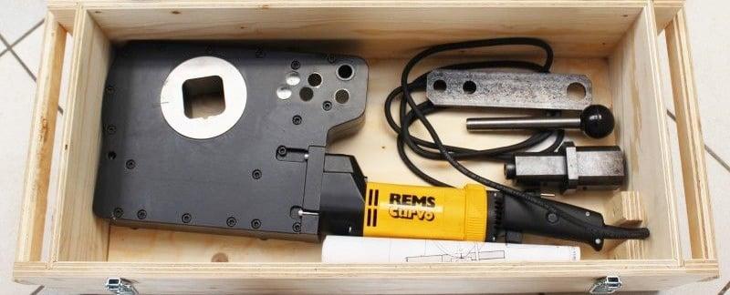 máy uốn ống kim loại chạy điện cầm tay REMS Curvo 50