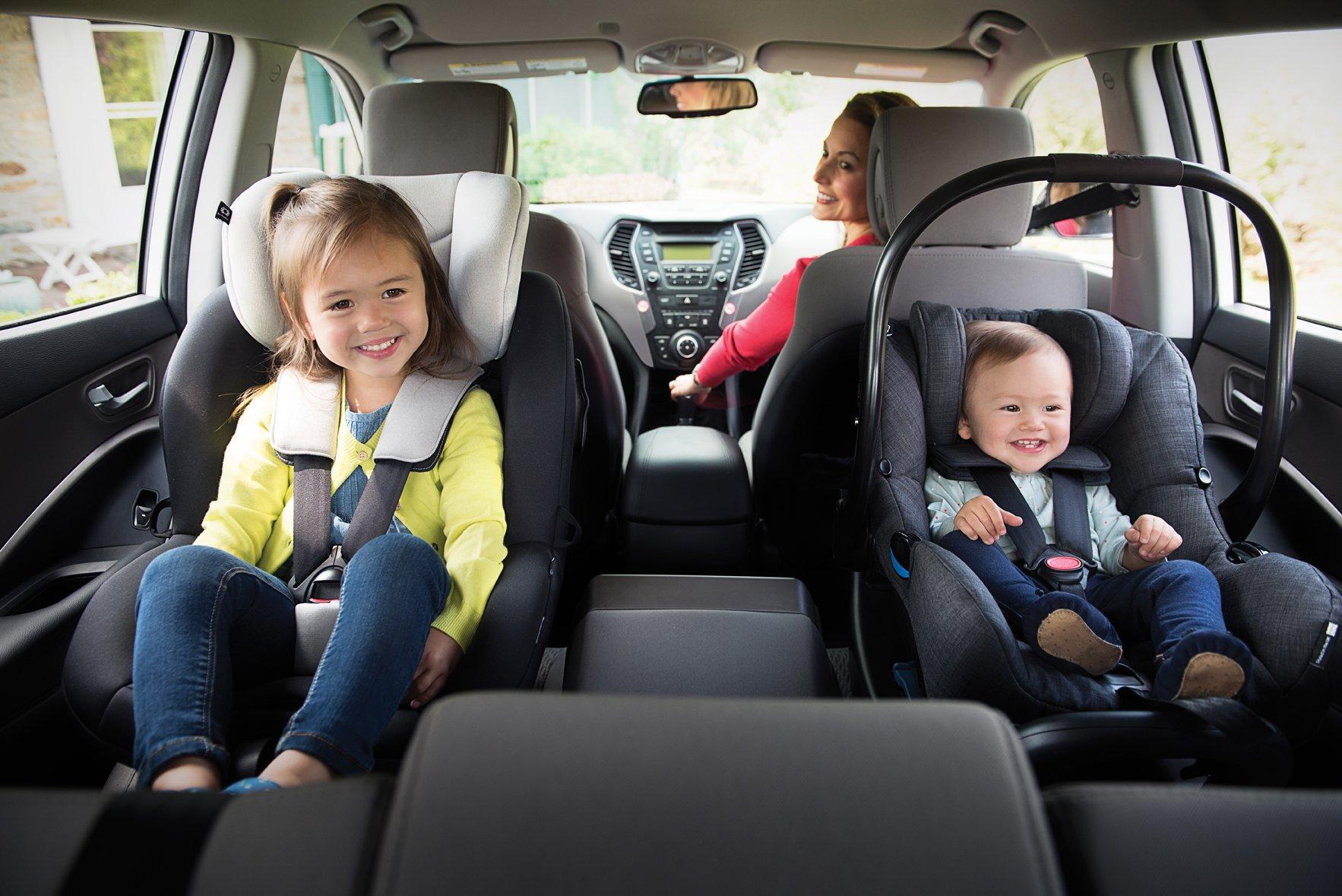 Cảnh báo về ghế ô tô trẻ em: Hãy quay ghế về phía sau cho bé dưới 4 tuổi