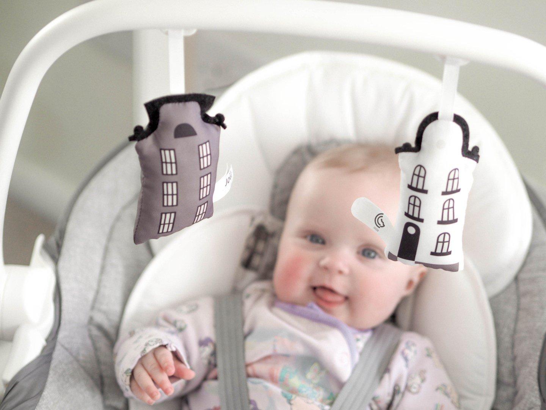 Review: Nôi đưa trẻ em Joie Sansa 2in1 từ blog Fizzy Peaches