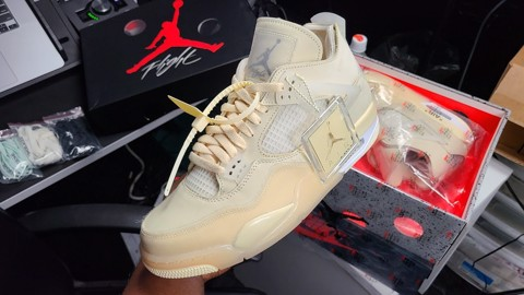 Review Off-White x Air Jordan 4