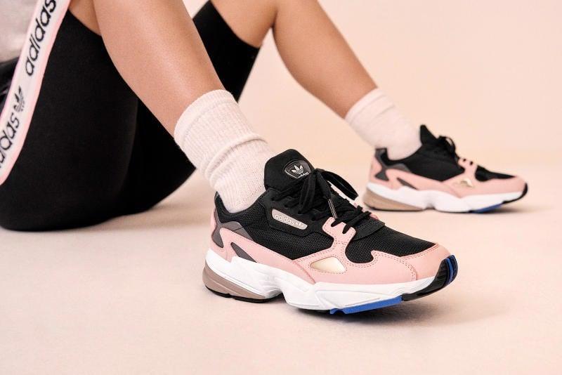 https://authentic-shoes.com/blogs/news/doi-giay-dau-tien-cua-adidas-falcon-voi-kylie-lam-dai-su-thuong-hieu-chua-bao-gio-het-hot