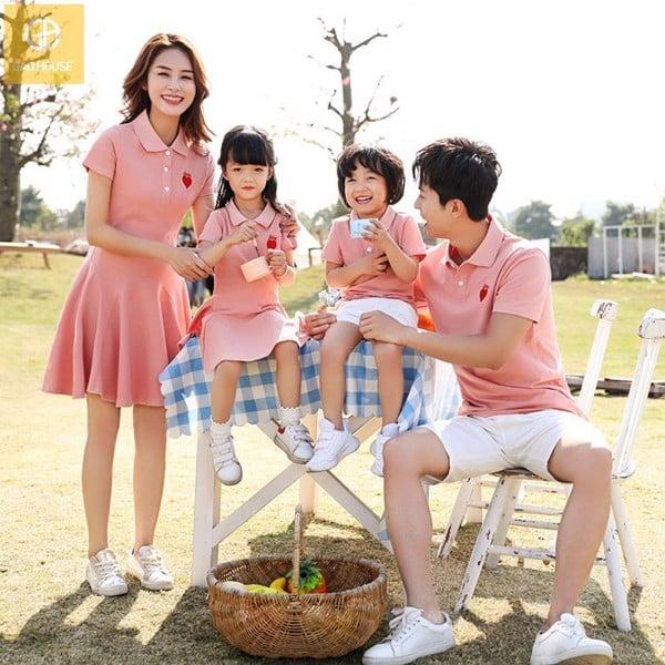 set áo váy gia đình dự tiệc cho 4 người thanh lịch, tone màu hồng đào nhã nhặn