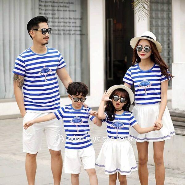 Bộ quần áo gia đình đi biển 4 người kẻ sọc ngang