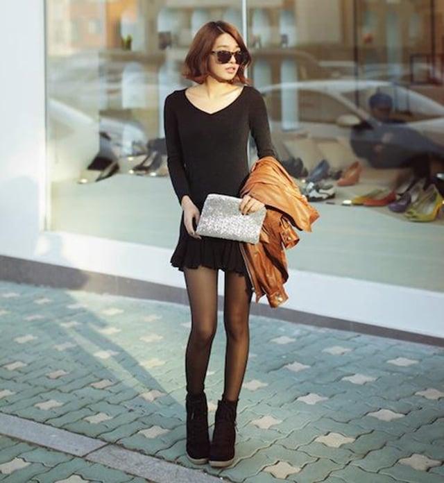 Giày boot nữ cổ thấp phối với tất da tối màu
