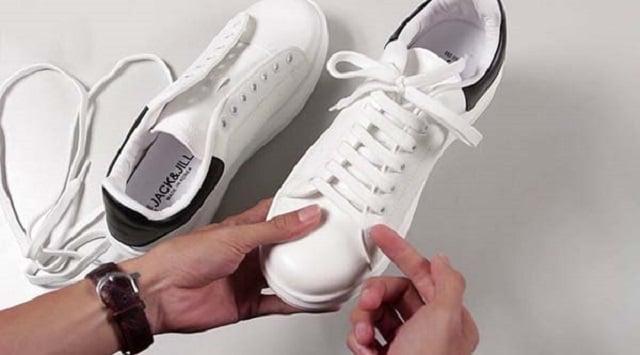 xỏ dây giày chồng lên nhau