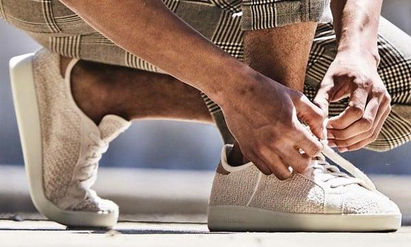 Nên lựa chọn giày kín chân thay vì giày thoáng mát