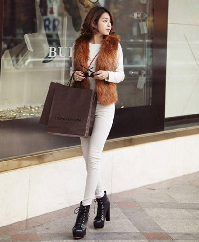 Giày boot cổ cao kết hợp với âu phục cho nữ