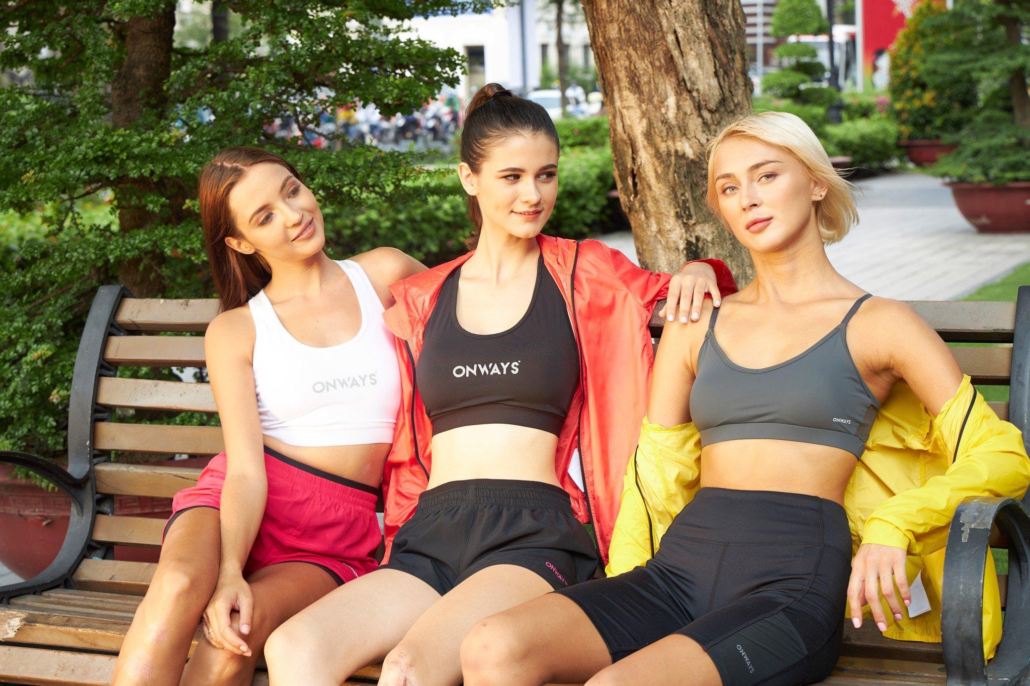 Tại sao bạn nữ nên có một chiếc áo ba lỗ trong tủ đồ của mình? 5 mẫu áo ba lỗ nữ được ưa chuộng nhất hiện nay