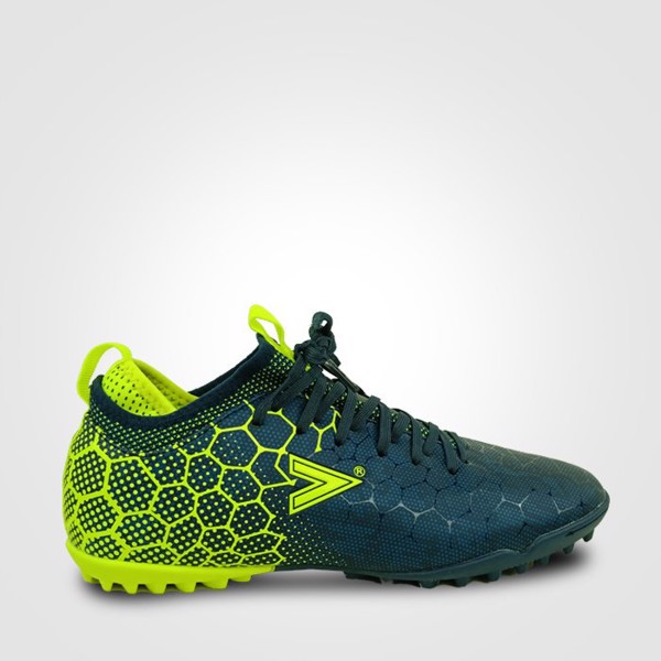 Chọn đôi giày phù hợp với chân sẽ giúp người chơi cảm giác bóng tốt hơn