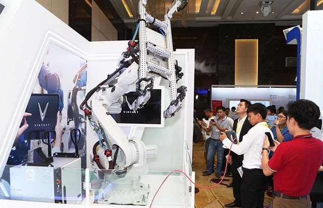 One robot used in VINFAST factory was showcased in the exhibition