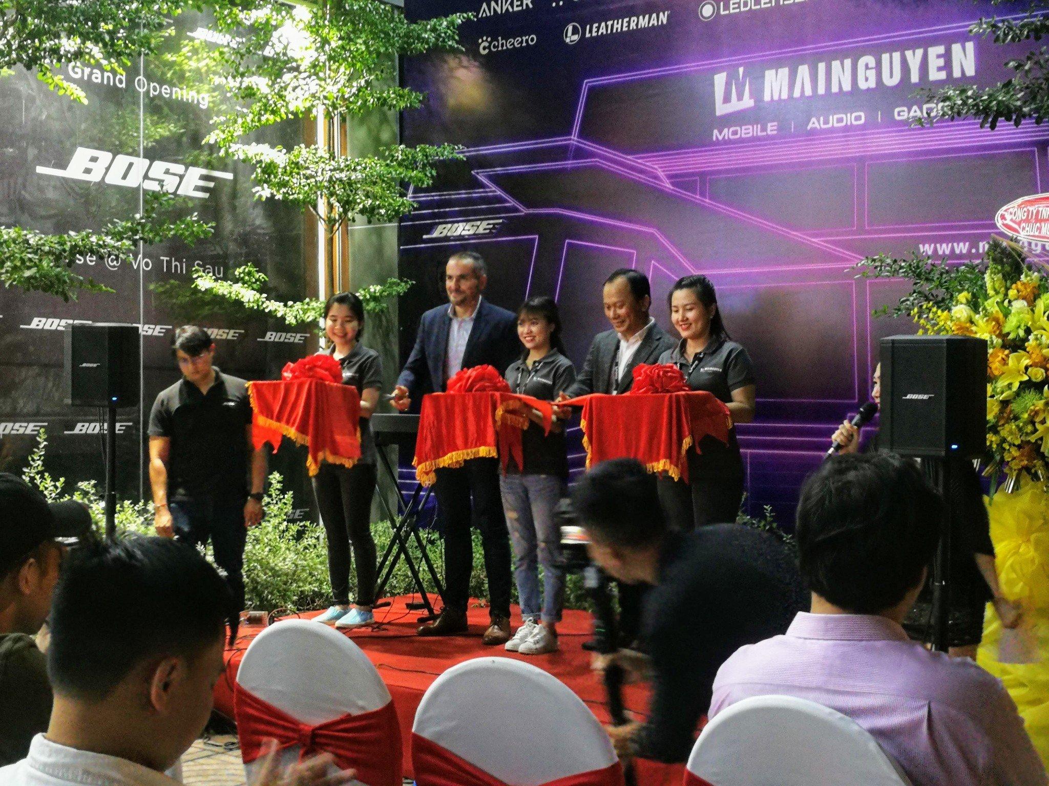 Mục sở thị trung tâm công nghệ di động đẳng cấp nhất Việt Nam vừa mới khai trương - 09873.09873