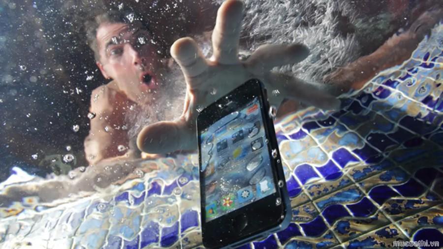 Apple bị phạt 12 triệu USD vì iPhone không chống nước như quảng cáo - 09873.09873