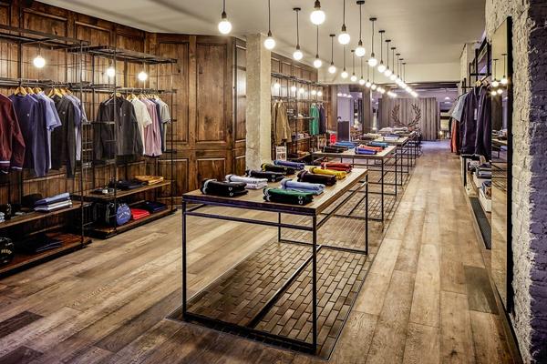 Cửa hàng quần áo nam phải sang trọng và lịch sự