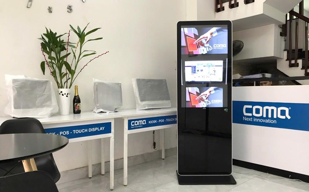 ComQ Kiosk quang cao Digital Signal cho benh vien san nhi ca mau