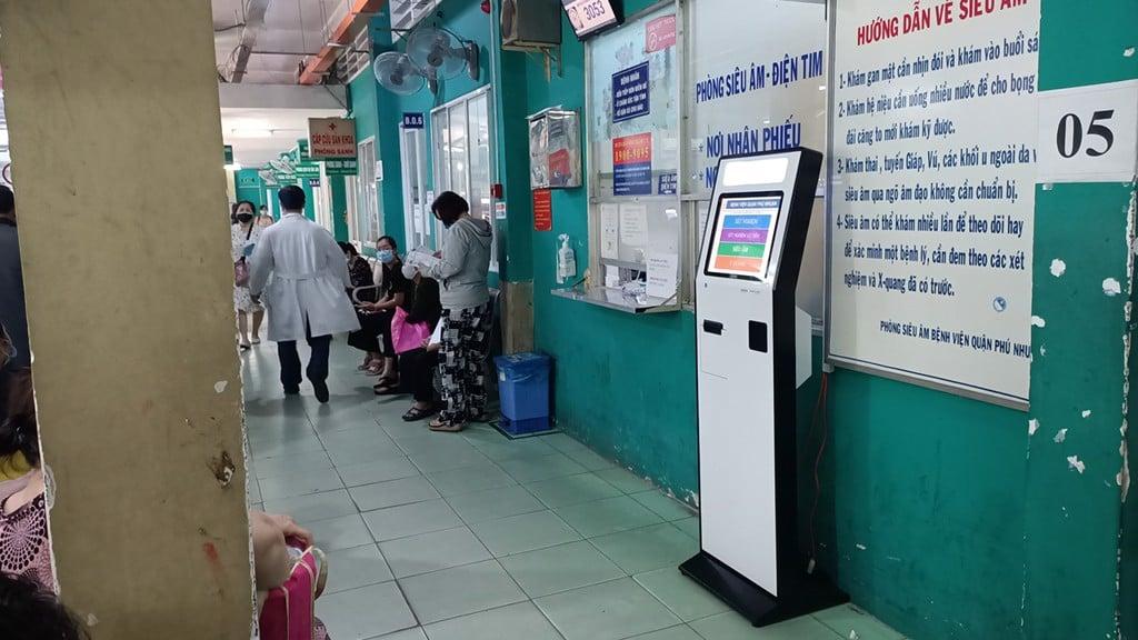 may tra cuu thong tin kiosk tai benh vien tp.hcm