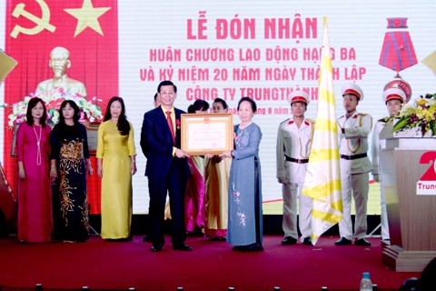 TrungThành Group celebrated 20th anniversary of establishment and awarded Third-class labor medal
