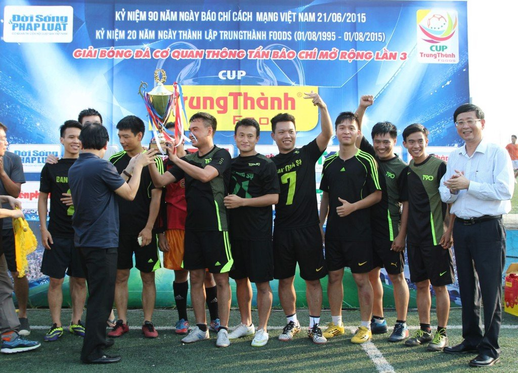 The closing ceremony of the 3rd TrungThành Cup expanded media football league