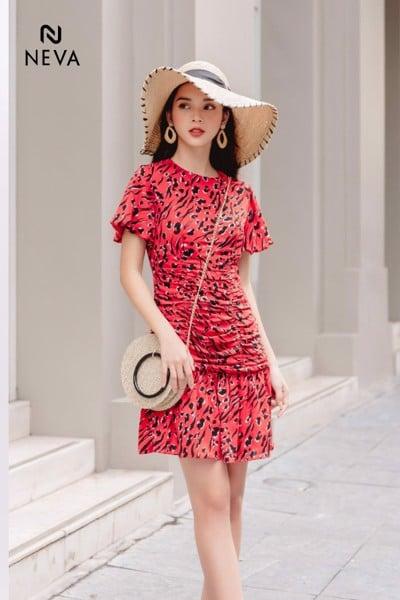 Top những mẫu váy đẹp nhất hiện nay đang đợi bạn khám phá,Sành điệu với váy đầm họa tiết,Gợi ý cho những mẫu váy đẹp nhất hiện nay- Váy đầm chữ A đầy thanh lịch,Trong những mẫu váy đẹp nhất hiện nay không thể thiếu mẫu thiết kế váy hai dây