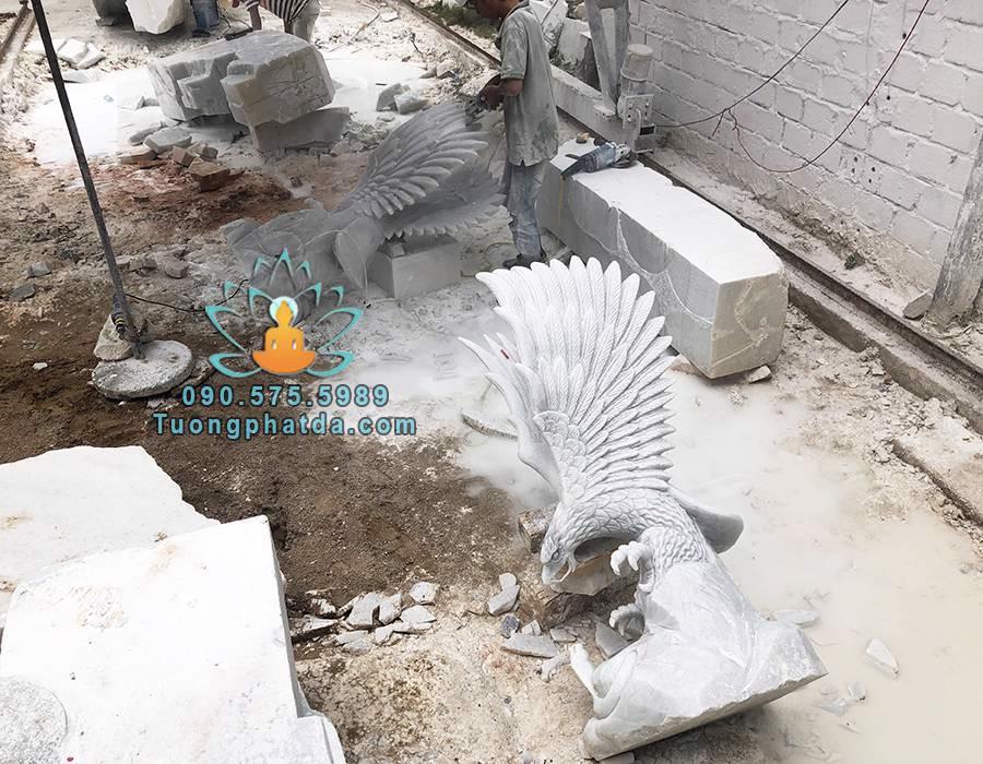 Chế tác tượng đại bàng săn mồi đá cẩm thạch