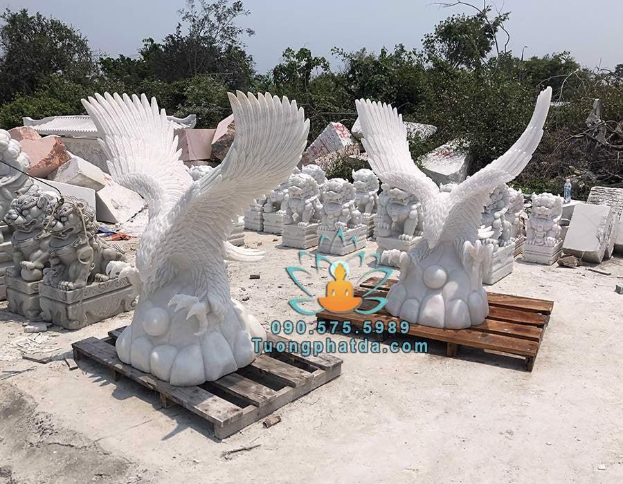 Tượng đại bàng tung cánh đứng cầu đá cẩm thạch trắng