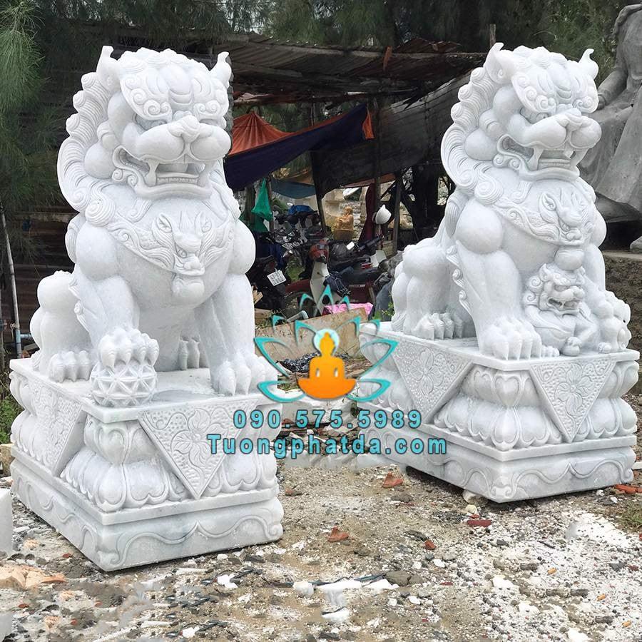 Tượng kỳ lân bằng đá non nước Đà Nẵng