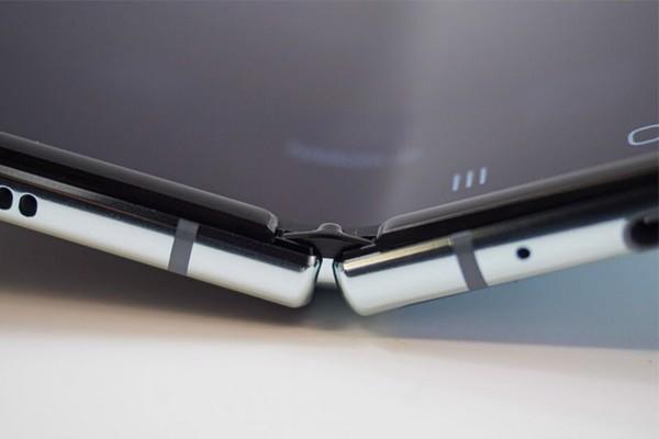 Samsung-galaxy-z-fold-2-5g-4