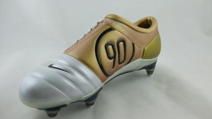 Đôi giày bóng đá Nike Air Zoom T90 III đã cùng Messi ra mắt tại Barcelona
