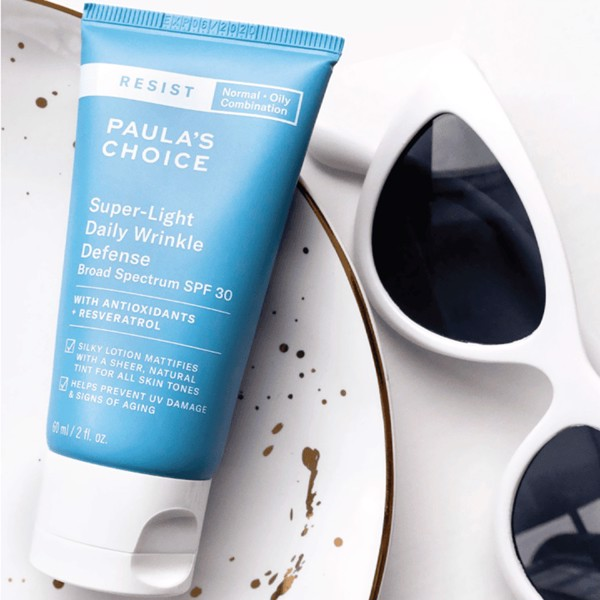 Kem dưỡng chống nắng Resist Super-Light Daily Wrinkle Defense SPF 30