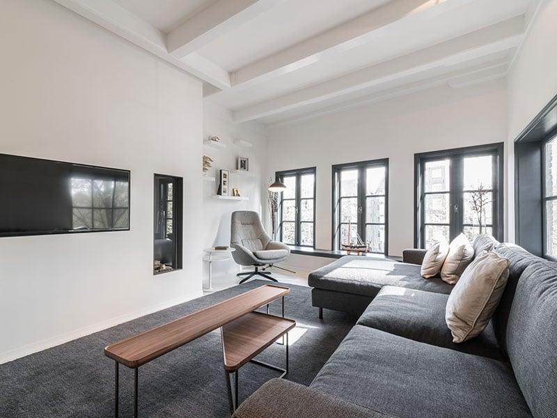 Mẫu phòng khách Minimalist đẹp và ấn tượng đều không thiếu yếu tố ánh sáng