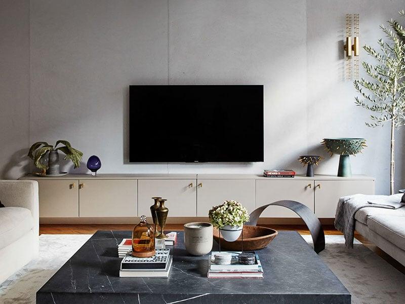 Phòng khách ứng dụng đá nhân tạo Solid Surface màu bê tông giúp căn phòng trở nên thanh lịch, nhẹ nhàng
