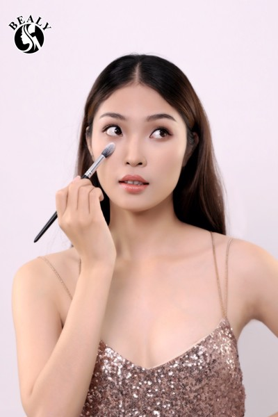 TRAI NGHIEM HOT TREND CO XEP LOP BEALY VOI PHU THUY MAKE UP ANDY PHAN
