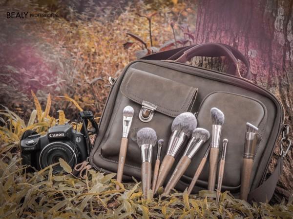 Thời Trang-Thời Thượng-Đẳng Cấp. Bạn Có Tin đây là Túi Đựng Cọ Makeup?