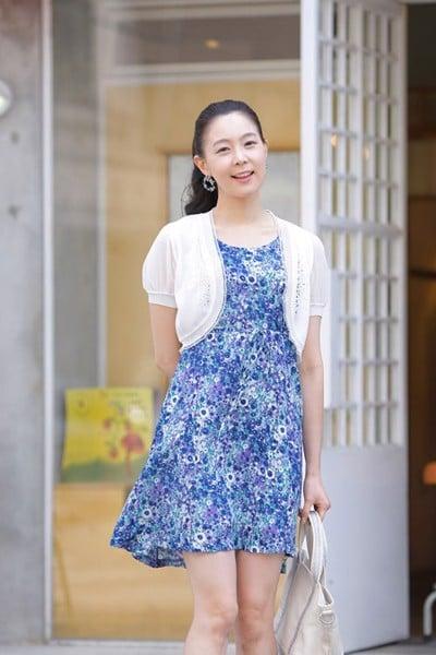 Áo Khoác Lửng Mặc Ngoài Váy Cho Bạn Gái Xinh Xắn Vào Thu