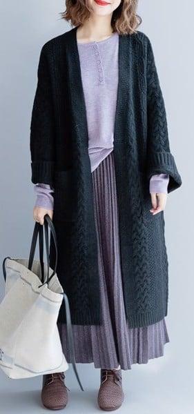 chân váy kết hợp với áo khoác len dáng dài
