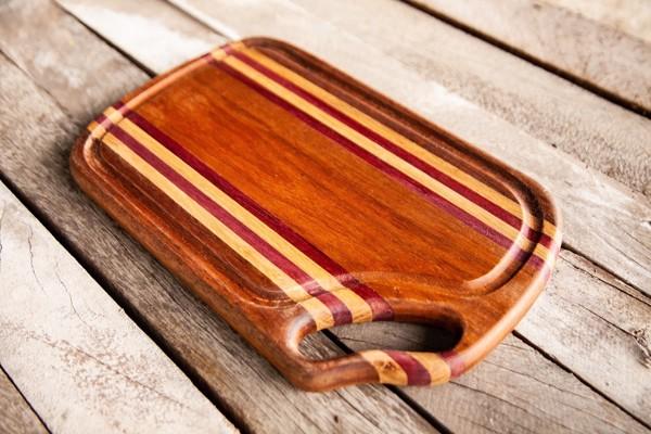 sgreen wooden cutting board