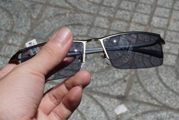 Tìm hiểu mức giá của các loại kính cận đổi màu đang hot hiện nay
