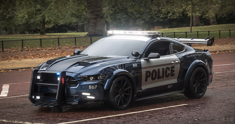 Ford Mustang GT 2015 in Transformers: The Last Knight,