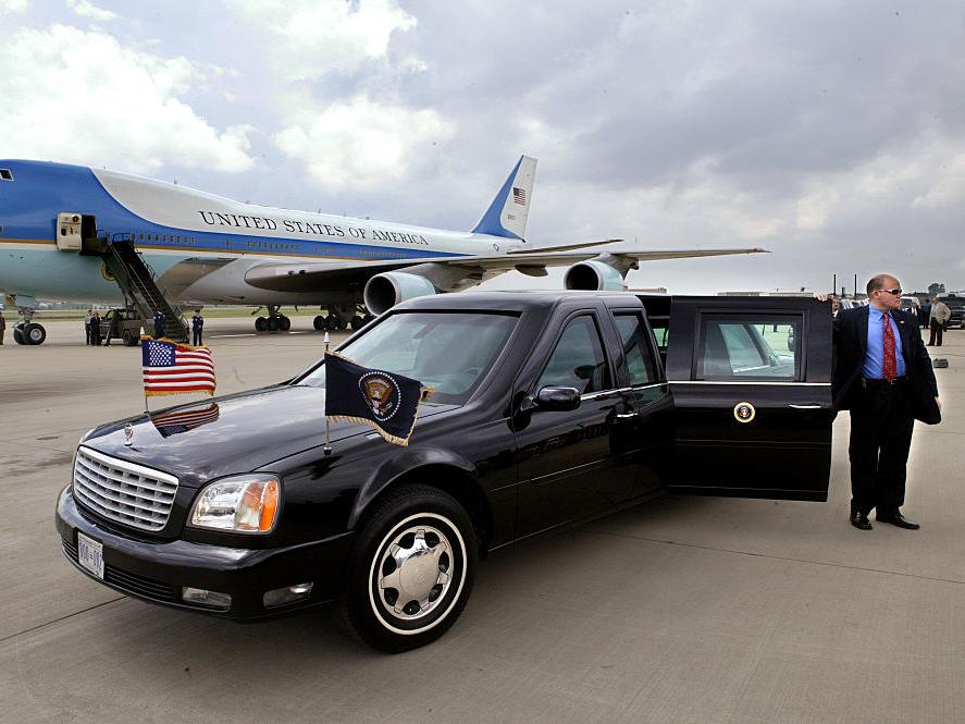 Cadillac Deville Presidential Limosine 2001
