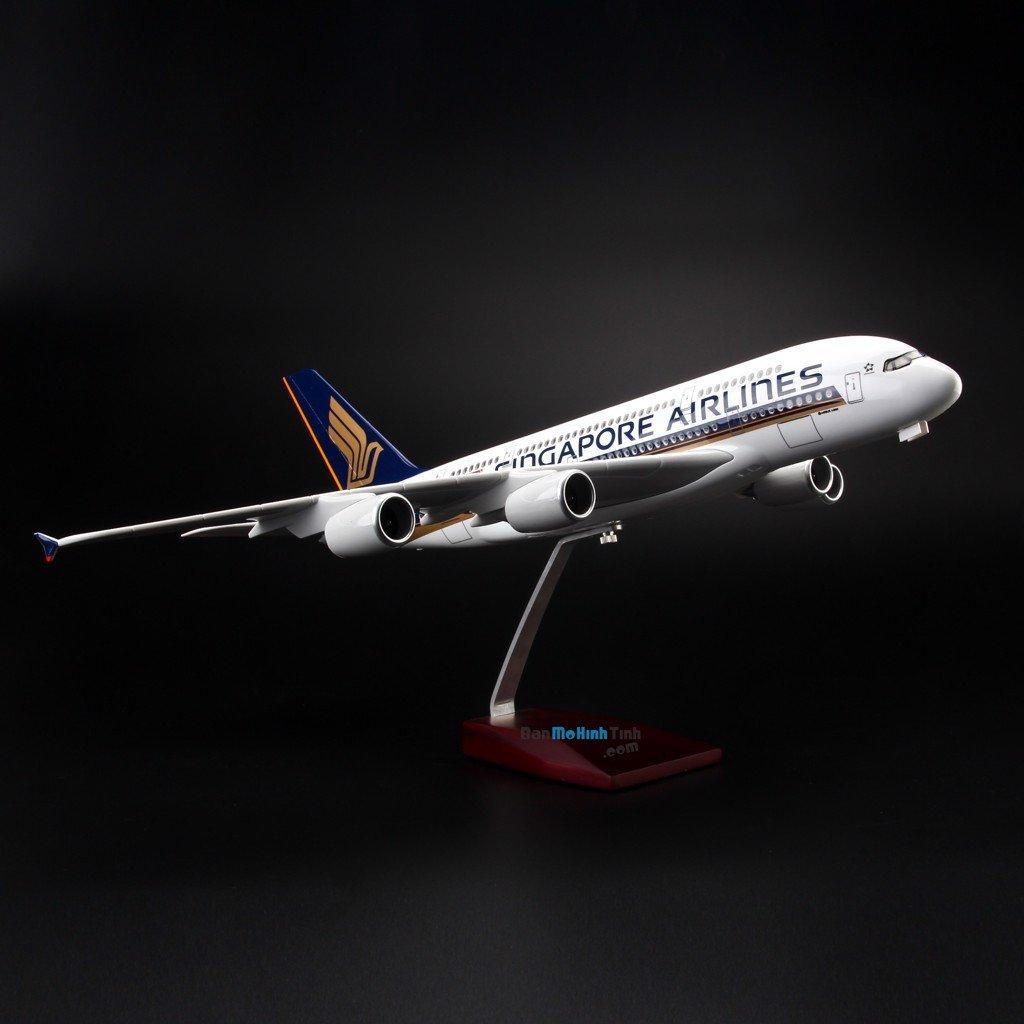 Mô hình máy bay Airbus A380 Singapore Airlines V&G 146 47cm - có đèn Led