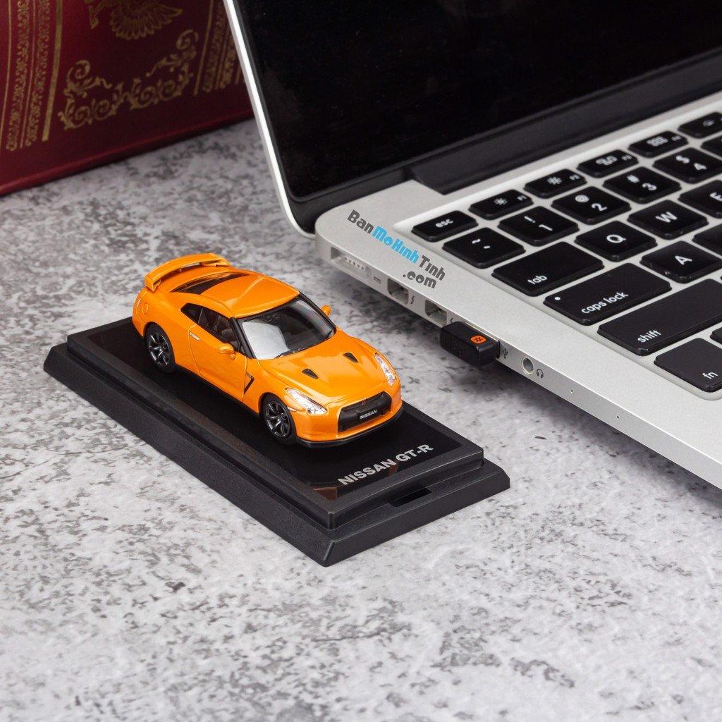 Mô hình xe Nissan GTR 1:64 Dealer Orange giá rẻ