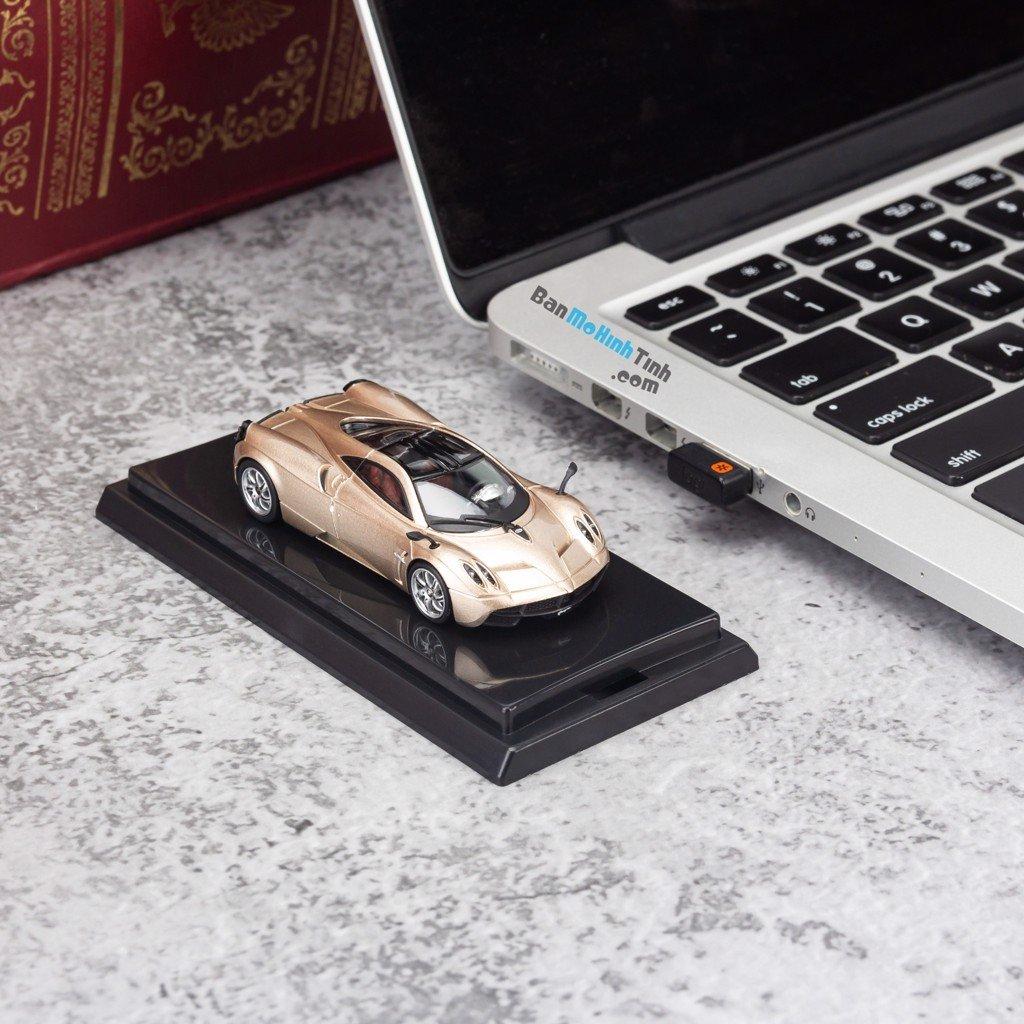 Mô hình siêu xe Pagani Huayra 1:64 Dealer Gold