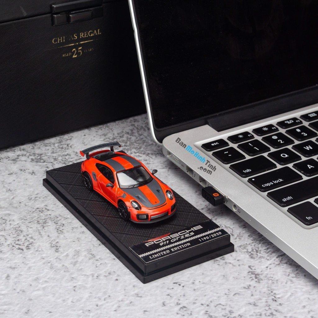 Mô hình xe Porsche 911 GT2 RS 1:64 Dealer Limited Edition Orange giá rẻ