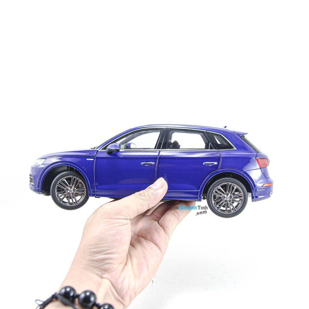Mô hình xe Audi Q5L 2017 Blue 1:18 Dealer