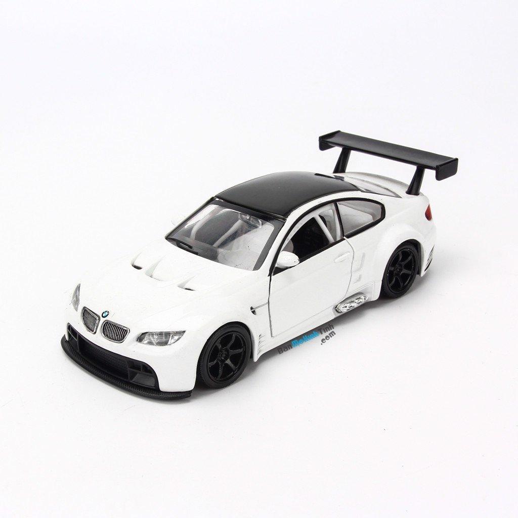 Mô hình xe đua BMW M3 GT 1:32 UNI White