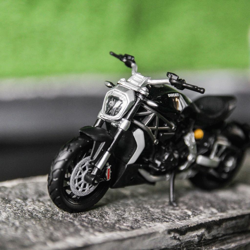 Mô hình xe mô tô Ducati X Diavel S Black 1:18 Bburago