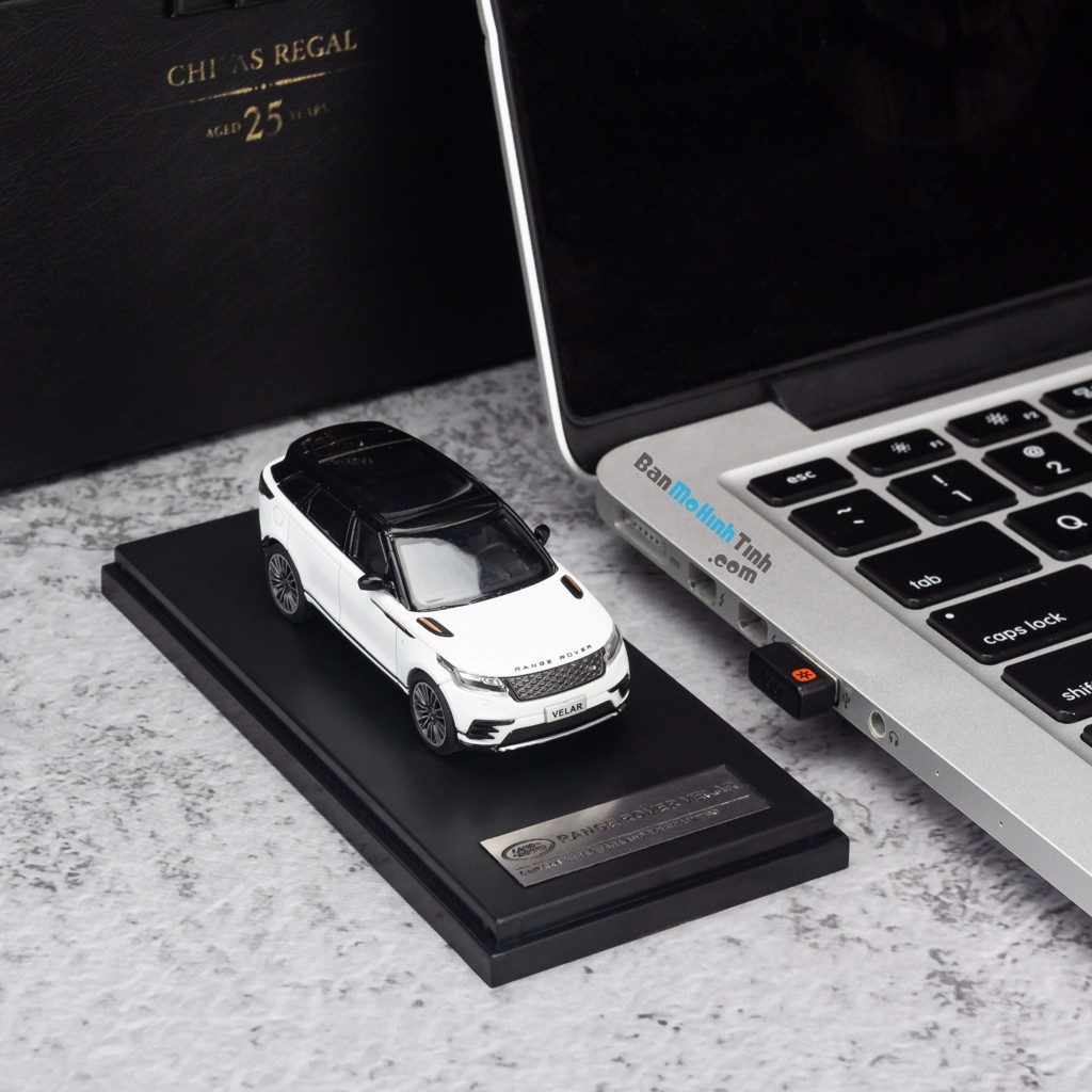 Mô hình xe suv Land Rover Velar 1:64 LCD White