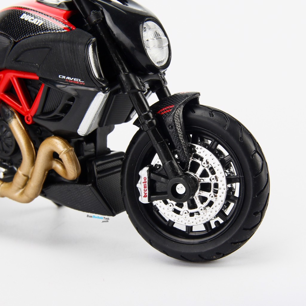Mô hình xe mô tô Ducati Diavel 1:18 Maisto