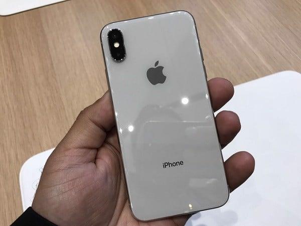 thay lưng iphone xs max mới