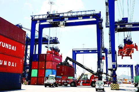 Logistics clears the economic flow