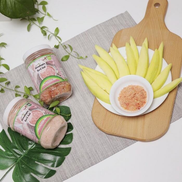 Muối hồng Himalaya dạng hạt dùng chế biến nhiều món đa dạng